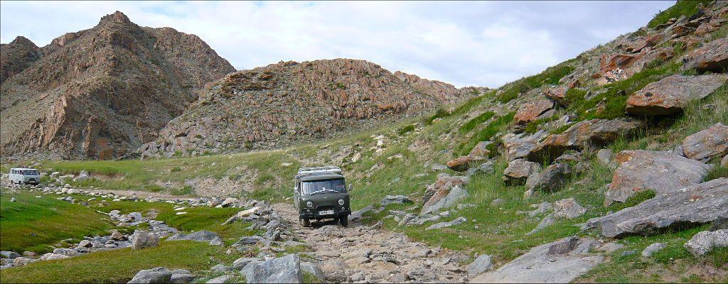 Crossing the Altaï mountains with 4x4 minibus